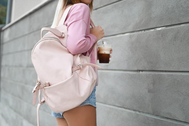 růžový batoh