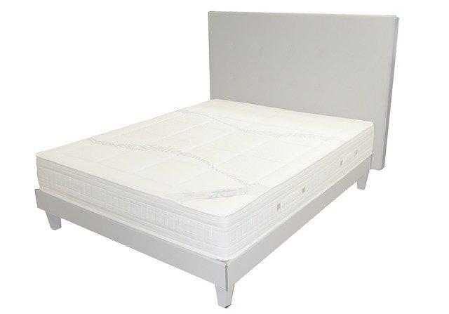 vysoké čelo postele.jpg