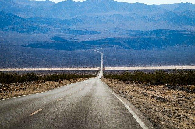 silnice v poušti.jpg
