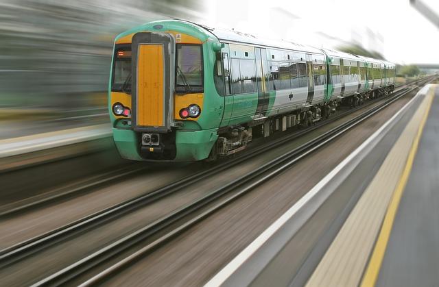 jedoucí vlak