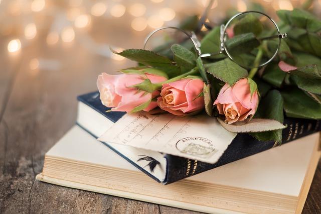 růže na knihách